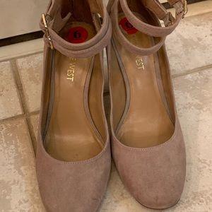 Nine West nude chunky Mary Jane heels